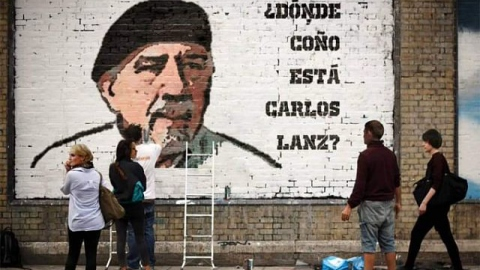 "The mural reads, ""Where the Hell is Carlos Lanz."" (@AngelDanielCCS / Twitter)"